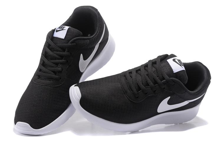 best sneakers 3ce9a 8a8fa chaussures nike Tanjun run pas cher,nike tanjun femme noir et blanche  hO7LTxGeR