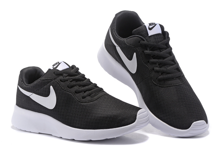 Chaussures Nike Tanjun Run Pas Cher,nike Femme Noir Et NnGyN6gE